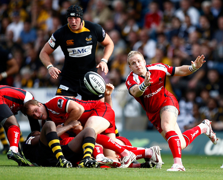 Photo: Richard Lane/Richard Lane Photography.London Wasps v Worcester Warriors. Guinness Premiership. 20/09/2009. Warriors' Ryan Powell passes.