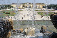 Sp&auml;tbarocke Sommerresidenz Schloss Sch&ouml;nbrunn, Blick vom Neptunbrunnen, Wien, &Ouml;sterreich, UNESCO-Weltkulturerbe<br />  late Baroque summerresidence Schloss Sch&ouml;nbrunn, view from Neptun fountain, Vienna, Austria, world heritage
