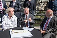 Pressekonferenz am Donnerstag den 23. August 2018 u.a. mit Lothar de Maiziere, letzter DDR- Ministerpraesident, Sabine Bergmann-Pohl, Praesidentin der letzten Volkskammer der DDR, Guenter Nooke, ehemaliger DDR-Buergerrechtler und Wolfgang Thierse ehemaliger Bundestagspraesident zum geplanten Freiheits- und Einheitsdenkmal, welches nach Willen der Initiatoren vor dem wiedererrichteten Berliner Stadtschloss gebaut werden soll.<br /> Im Bild vlnr.: Wolfgang Thierse, Lothar de Maiziere und Guenter Nooke.<br /> 23.8.2018, Berlin<br /> Copyright: Christian-Ditsch.de<br /> [Inhaltsveraendernde Manipulation des Fotos nur nach ausdruecklicher Genehmigung des Fotografen. Vereinbarungen ueber Abtretung von Persoenlichkeitsrechten/Model Release der abgebildeten Person/Personen liegen nicht vor. NO MODEL RELEASE! Nur fuer Redaktionelle Zwecke. Don't publish without copyright Christian-Ditsch.de, Veroeffentlichung nur mit Fotografennennung, sowie gegen Honorar, MwSt. und Beleg. Konto: I N G - D i B a, IBAN DE58500105175400192269, BIC INGDDEFFXXX, Kontakt: post@christian-ditsch.de<br /> Bei der Bearbeitung der Dateiinformationen darf die Urheberkennzeichnung in den EXIF- und  IPTC-Daten nicht entfernt werden, diese sind in digitalen Medien nach &sect;95c UrhG rechtlich geschuetzt. Der Urhebervermerk wird gemaess &sect;13 UrhG verlangt.]