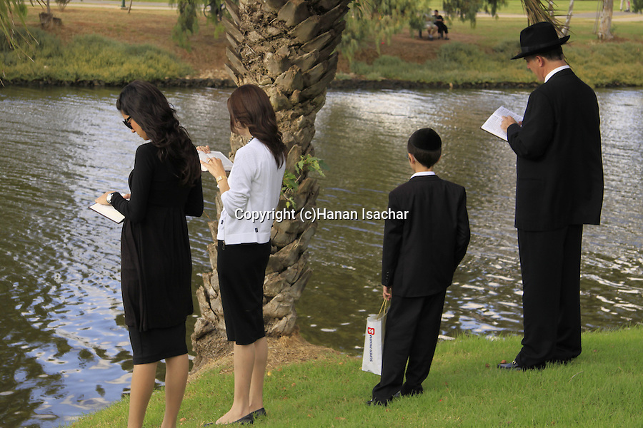 Israel, Tel Aviv, Tashlich prayer by the Yarkon River on the first afternoon of Rosh Hashanah