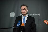 5. Sitzung des Unterausschusses des Verteidigungsausschusses des Deutschen Bundestag als 1. Untersuchungsausschuss am Donnerstag den 21. Maerz 2019.<br /> In dem Untersuchungsausschuss soll auf Antrag der Fraktionen von FDP, Linkspartei und Buendnis 90/Die Gruenen der Umgang mit externer Beratung und Unterstuetzung im Geschaeftsbereich des Bundesministeriums fuer Verteidigung aufgeklaert werden. Anlass der Untersuchung sind Berichte des Bundesrechnungshofs ueber Rechts- und Regelverstoesse im Zusammenhang mit der Nutzung derartiger Leistungen.<br /> Einziger Tagesordnungspunkt war die Konstituierung des Unterausschusses als Untersuchungsausschuss.<br /> Im Bild: Tobias Lindner, Obmann von Buendnis 90/DieGruenen.<br /> 21.3.2019, Berlin<br /> Copyright: Christian-Ditsch.de<br /> [Inhaltsveraendernde Manipulation des Fotos nur nach ausdruecklicher Genehmigung des Fotografen. Vereinbarungen ueber Abtretung von Persoenlichkeitsrechten/Model Release der abgebildeten Person/Personen liegen nicht vor. NO MODEL RELEASE! Nur fuer Redaktionelle Zwecke. Don't publish without copyright Christian-Ditsch.de, Veroeffentlichung nur mit Fotografennennung, sowie gegen Honorar, MwSt. und Beleg. Konto: I N G - D i B a, IBAN DE58500105175400192269, BIC INGDDEFFXXX, Kontakt: post@christian-ditsch.de<br /> Bei der Bearbeitung der Dateiinformationen darf die Urheberkennzeichnung in den EXIF- und  IPTC-Daten nicht entfernt werden, diese sind in digitalen Medien nach §95c UrhG rechtlich geschuetzt. Der Urhebervermerk wird gemaess §13 UrhG verlangt.]