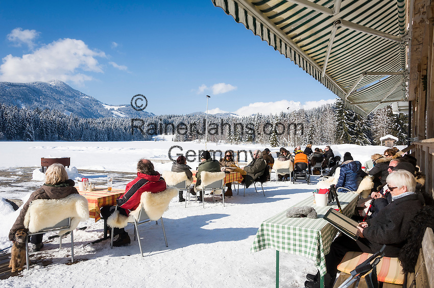 Austria, Tyrol, Kitzbuhel at Schwarzsee (Black Lake): Lido Alpenhotel, sun terrace at frozen lake Schwarzsee | Oesterreich, Tirol, Kitzbuehel am Schwarzsee: Strandbad Alpenhotel, Sonnenterrasse am zugefrorenen Schwarzsee