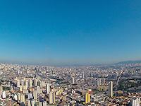 SAO PAULO, SP, 20/04/2013, CLIMA TEMPO. São Paulo amanheceu com céu aberto nesse sabado (20) foto  feita na região da Moóca. LUIZ GUARNIERI/ BRAZIL PHOTO PRESS.