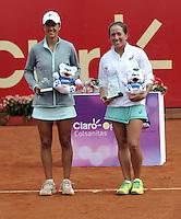 BOGOTA - COLOMBIA - 17-04-2016: Irina Falconi (Der.) de Estados Unidos y Silvia Soler (Izq.) de España, con los trofeos al final partido por el Claro Colsanitas WTA, que se realiza en el Club El Rancho de Bogota. / Irina Falconi (R) of United States, and Silvia Soler (L) of Spain, with the trophys at the end of a match for the WTA Claro Colsanitas, which takes place at Club El Rancho de Bogota. Photo: VizzorImage / Luis Ramirez / Staff.