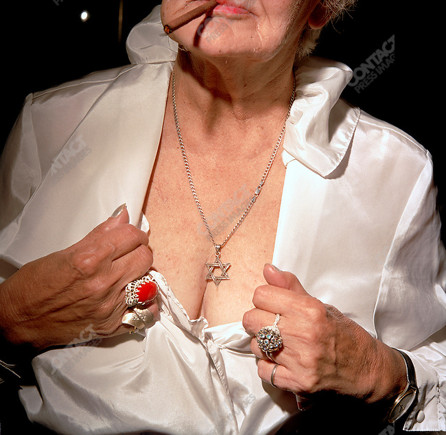 Frieda shows off her Jewish star in the Palm Garden's Pub, 2003