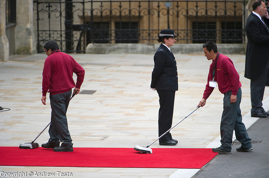 UK. London. 29th April 2011..The red carpet leading to the Abbey is cleaned..©Andrew Testa for the New York Times..