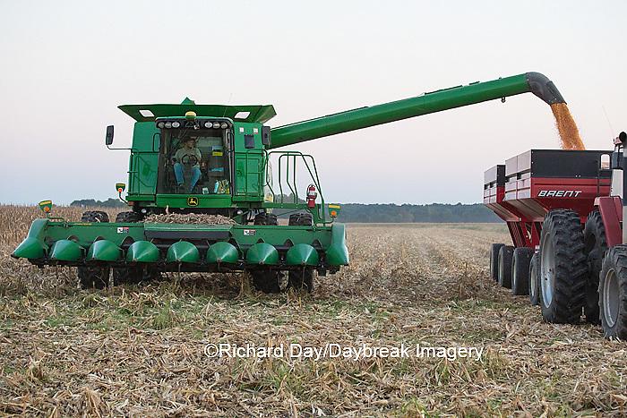 63801-06817 Farmer harvesting corn, Marion Co., IL