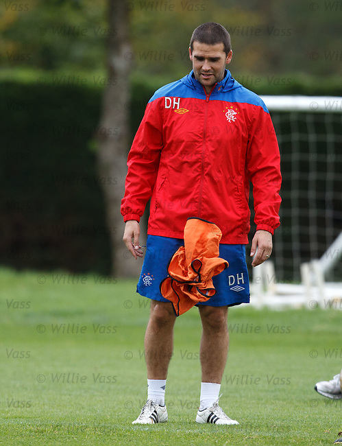 David Healy manages to hols his bib up without the aid of his hands. Taking lessons fron Jig?