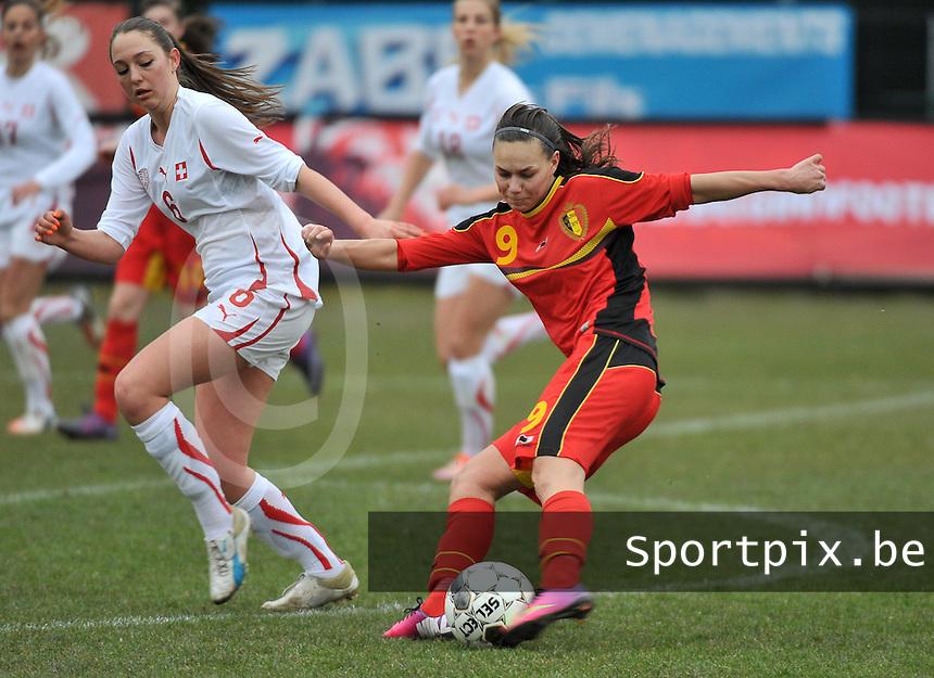 Belgium U19 - Switzerland U19 : Jassina Blom met het schot voor Livia Egert.foto DAVID CATRY / Nikonpro.be