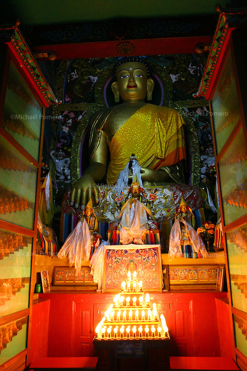 07.10.2005 Sarnath(Uttar Pradesh)<br /> <br /> Buddha statue in Tibetan temple of Saranath.<br /> <br /> Statue de Boudha dans le temple Tib&eacute;tain.