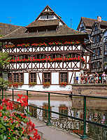 France, Alsace, Department Bas-Rhin, Strasbourg: Tanner's Quarter - La Petite France at river Ill | Frankreich, Elsass, Départements Bas-Rhin, Strassburg: das Gerberviertel, La Petite France, Klein Frankreich, an der Ill