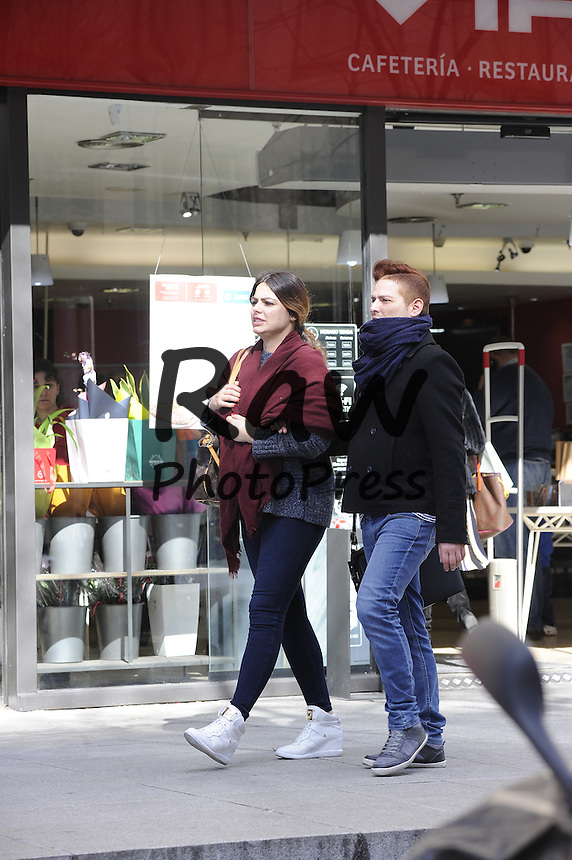 Marisa Jara ha salido a dar un paseo con un amigo por Madrid.<br /> <br /> Model Marisa Jara out and about Madrid with a friend on February 25th, 2016.
