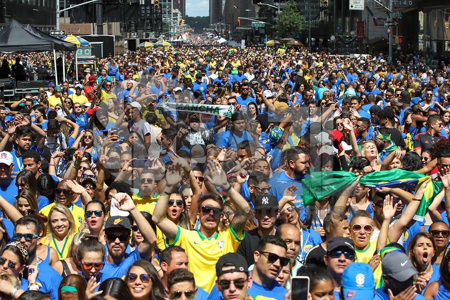 SÃO PAULO, SP, 01.09.2019 - BRAZILIAN-DAY - Público ocupa a Sexta Avenida durante o Brazilian Day New York 2019 na cidade de Nova York nos Estados Unidos neste domingo, 01.(Foto: Vanessa Carvalho/Brazil Photo Press)