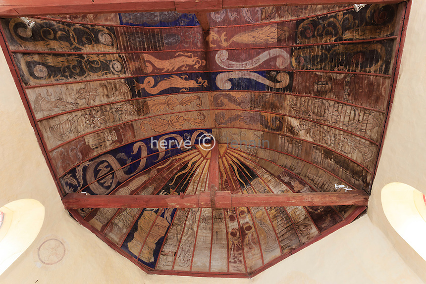France, la Puisaye, Yonne (89), Pourrain, chapelle Saint-Baudel, plafond peint // France, the Puisaye, Yonne, Pourrain, Saint Baudel chapel, painted ceiling