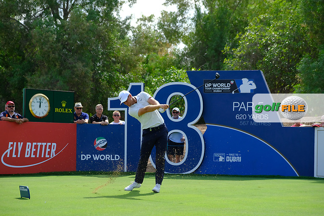Lucas Bjerregaard (DEN) on the 18th tee during the 3rd round of the DP World Tour Championship, Jumeirah Golf Estates, Dubai, United Arab Emirates. 17/11/2018<br /> Picture: Golffile | Fran Caffrey<br /> <br /> <br /> All photo usage must carry mandatory copyright credit (&copy; Golffile | Fran Caffrey)