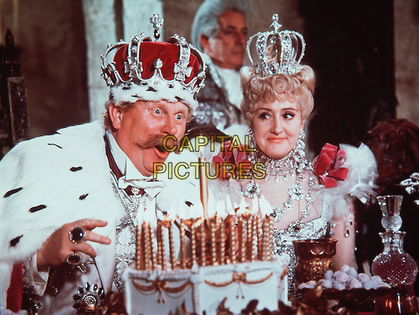 GERT FROBE & ANNA QUAYLE.in Chitty Chitty Bang Bang (1968) .*Filmstill - Editorial Use Only*.CAP/FB.Supplied by Capital Pictures.