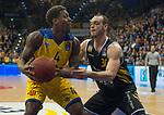 07.01.2018, EWE Arena, Oldenburg, GER, BBL, EWE Baskets Oldenburg vs WALTER Tigers T&uuml;bingen, im Bild<br /> <br /> Reggie UPSHAW  (T&uuml;bingen #30 )<br /> Armani MOORE (EWE Baskets Oldenburg #4)<br /> Foto &copy; nordphoto / Rojahn