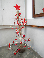 Switzerland. Canton Ticino. Muzzano. A homemade modern Christmas tree with red star, Santa Claus and red balls. Muzzano is distant 5km from Lugano. 19.12.12 © 2012 Didier Ruef