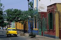 Amérique/Amérique du Sud/Pérou/Lima/Quartier de Barranco : Voiture dans les rues du quartier