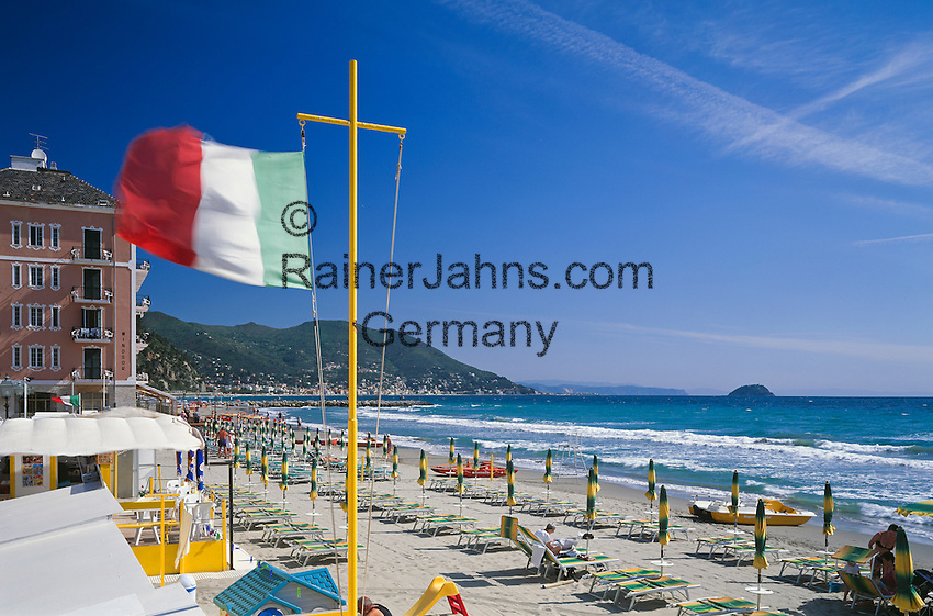 Italy, Liguria, Italian Riviera, Laigueglia: resort at the Riviera delle Palme, beach at early season