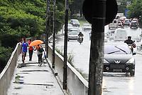 SAO PAULO, SP, 18 DE JANEIRO 2012 - CLIMA TEMPO - Chuva no bairro Jabaquara região sul da capital paulista (FOTO: ADRIANO LIMA - NEWS FREE)