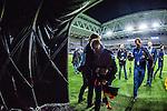 Stockholm 2013-10-27 Fotboll Allsvenskan Djurg&aring;rdens IF - Gefle IF :  <br /> Djurg&aring;rden huvudtr&auml;nare tr&auml;nare Per-Mathias H&ouml;gmo g&aring;r av planen efter att ha blivit avtackad och hyllad i sista matchen som tr&auml;nare f&ouml;r Djurg&aring;rdens IF i Tele2 Arena<br /> (Foto: Kenta J&ouml;nsson) Nyckelord:  tr&auml;nare manager coach