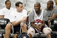 BARCELONA, ESPANHA, 23 JULHO 2012 - TREINO SELECAO AMERICANA DE BASQUETE - O treinador Mike Krzyzewski (E) e o jogador Kobe Bryant durante sessao de treino da selecao norte americana de basquete em Barcelona na Espanha, nesta segunda-feira. A equipe se prepara para a estreia nas Olimpiadas 2012. (FOTO: ALFAQUI / BRAZIL PHOTO PRESS).