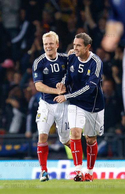 Steven Naismith celebrates his goal with David Weir