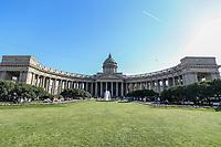 SAO PETERSBURGO, RUSSIA - 12.07.2018 - SAO PETERSBURGO-RUSSIA - Catedral de Nossa Senhora de Cazã literalmenteCatedral da Mãe de Deus de Kazan) é um temploortodoxolocalizado na cidade deSão Petersburgo, sendo um dos raros exemplos doestilo Impériotrabalhados naRússia imperial. A Catedral tem esse nome pelo fato de a imagem que ela abriga ter sido encontrada na cidade deCazã, mas ela não está localizada na cidade. Foi construída naAvenida Névskientre 1801 e 1811, pelo arquiteto Andrei Voronikhin para que servisse de abrigo à imagem daNossa Senhora de Cazã. Após asGuerras Napoleônicas, tornou-se um memorial militar para celebrar a vitória russa. Em 1932, já após aRevolução socialistaque definiu a Rússia como Estado ateu, a Catedral tornou-se um museu das religiões. Desde 2000, a Catedral é a filial doPatriarcado de Moscouna cidade de São Petersburgo. (Foto: William Volcov/Brazil Photo Press)