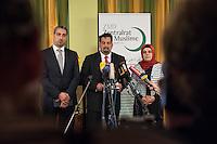 """Treffen des Zentralrat der Muslime mit AfD-Parteispitze am 23. Mai 2016 im Regent-Hotel in Berlin.<br /> Der Zentralrat der Muslime (ZDM) hatte fuehrende AfD-Politiker zu einem Gespraech eingeladen, um ueber diskriminierende und islamfeindliche Ausserungen und Passagen im AfD-Parteiprogramm zu reden. Die AfD-Politiker liessen das Gespraech nach kurzer Zeit platzen und beschuldigten den ZDM """"nicht auf Augenhoehe"""" mit der AfD reden und sie """"erpressen"""" zu wollen.<br /> Im Bild vlnr.: Sadiqu Al-Mousllie, Sprecher des Syrischen Nationalrats in Deutschland und Mitgied im Vorstand des Zentralrat; Aiman Mazyek, Vorsitzender des Zentralrat; Nurhan Soykan, Generalsekretaerin und erste Stellvertreterin des Zentralrat.<br /> 23.5.2016, Berlin<br /> Copyright: Christian-Ditsch.de<br /> [Inhaltsveraendernde Manipulation des Fotos nur nach ausdruecklicher Genehmigung des Fotografen. Vereinbarungen ueber Abtretung von Persoenlichkeitsrechten/Model Release der abgebildeten Person/Personen liegen nicht vor. NO MODEL RELEASE! Nur fuer Redaktionelle Zwecke. Don't publish without copyright Christian-Ditsch.de, Veroeffentlichung nur mit Fotografennennung, sowie gegen Honorar, MwSt. und Beleg. Konto: I N G - D i B a, IBAN DE58500105175400192269, BIC INGDDEFFXXX, Kontakt: post@christian-ditsch.de<br /> Bei der Bearbeitung der Dateiinformationen darf die Urheberkennzeichnung in den EXIF- und  IPTC-Daten nicht entfernt werden, diese sind in digitalen Medien nach §95c UrhG rechtlich geschuetzt. Der Urhebervermerk wird gemaess §13 UrhG verlangt.]"""