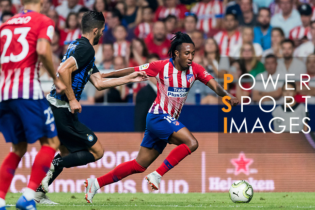 Gelson Martins (R) of Atletico de Madrid fights for the ball with Roberto Gagliardini of FC Internazionale during their International Champions Cup Europe 2018 match between Atletico de Madrid and FC Internazionale at Wanda Metropolitano on 11 August 2018, in Madrid, Spain. Photo by Diego Souto / Power Sport Images