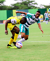 BARRANCABERMEJA- COLOMBIA - 20-07-2018: Maicol Balanta (Izq.) jugador de Alianza Petrolera, disputa el balón con Amauri Torralvo (Der.) jugador de La Equidad, durante partido Alianza Petrolera y La Equidad, de la fecha 1 por la Liga Aguila II 2018  en el estadio Daniel Villa Zapata en la ciudad de Barrancabermeja. / Amauri Torralvo (L) player of Alianza Petrolera, figths the ball with Jeider Riquett (R) player of La Equidad, during a match between Alianza Petrolera and La Equidad, of the 1st date for the Liga Aguila II 2018 at the Daniel Villa Zapata stadium in Barrancabermeja city. Photo: VizzorImage  / Jose D Martinez / Cont.