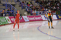 SCHAATSEN: CALGARY: Olympic Oval, 08-11-2013, Essent ISU World Cup, 500m, Jing Yu (CHN), Jenny Wolf (GER), ©foto Martin de Jong