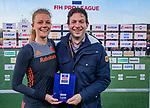 UTRECHT - Tom van Kuyk (Rabobank) met player of the match, Caia Van Maasakker (Ned)   de Pro League hockeywedstrijd wedstrijd , Nederland-China (6-0) .  COPYRIGHT  KOEN SUYK