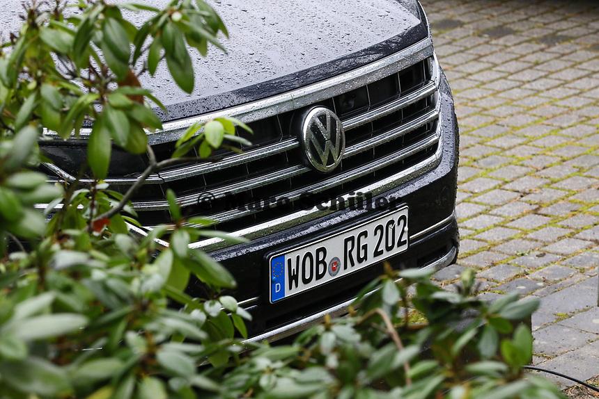 DFB Fuhrpark jetzt von Volkswagen, hier der Touareg von DFB-Präsident Reinhard Grindel - 15.03.2019: Pressekonferenz der Deutschen Nationalmannschaft, DFB Zentrale Frankfurt