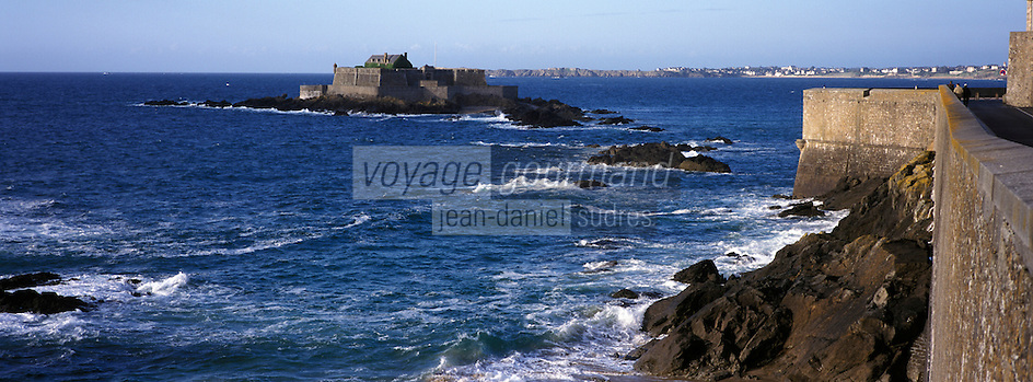 Europe/France/Bretagne/35/Ille-et-Vilaine/Saint-Malo : Depuis les remparts de la ville close - le fort national