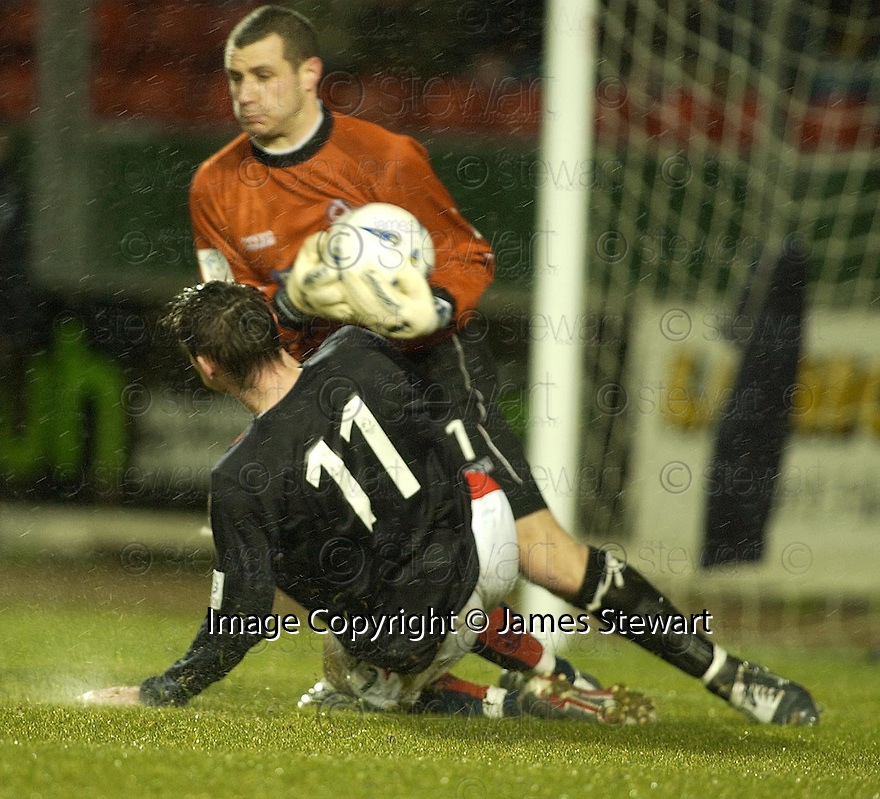 15/03/2005         Copyright Pic : James Stewart.File Name : jspa03_falkirk_v_clyde.DAYRLL DUFFY GOES IN LATE ON BRYN HALLIWELL....Payments to :.James Stewart Photo Agency 19 Carronlea Drive, Falkirk. FK2 8DN      Vat Reg No. 607 6932 25.Office     : +44 (0)1324 570906     .Mobile   : +44 (0)7721 416997.Fax         : +44 (0)1324 570906.E-mail  :  jim@jspa.co.uk.If you require further information then contact Jim Stewart on any of the numbers above.........A