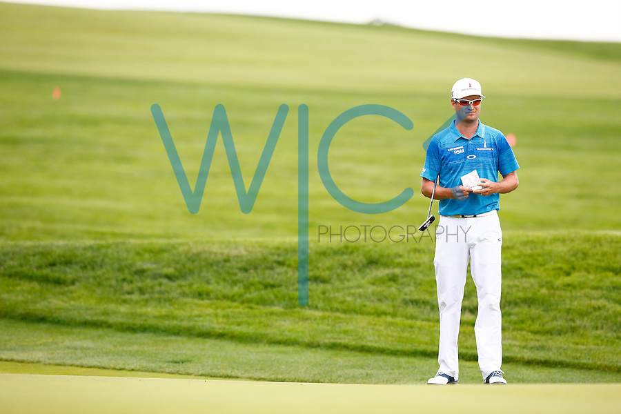 Zach Johnson checks his notes while waiting to putt on the 1st green during the 2016 U.S. Open in Oakmont, Pennsylvania on June 16, 2016. (Photo by Jared Wickerham / DKPS)