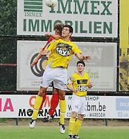SC Wielsbeke - Cappellen FC..luchtduel tussen Sil Boeykens (links) en Ouissem Zarti (rechts)..foto VDB / BART VANDENBROUCKE