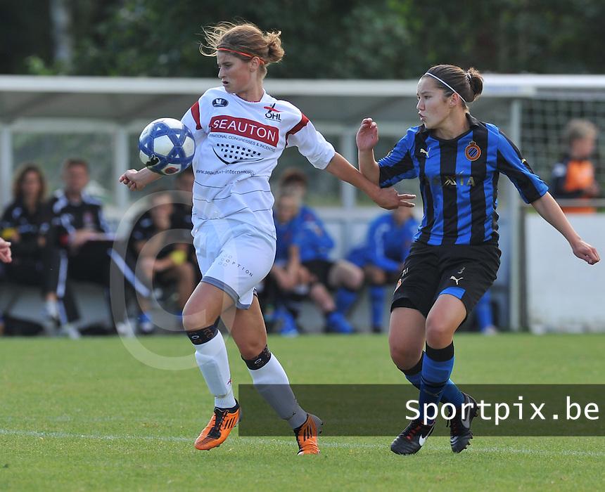 Club Brugge Dames - OHL Oud Heverlee Leuven Dames : Ellen Charlier aan de bal voor Elien Van Wynendaele.Foto David Catry / Vrouwenteam.be