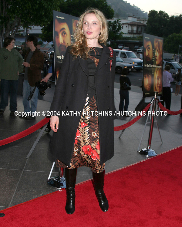 "©2004 KATHY HUTCHINS /HUTCHINS PHOTO.""WE DON'T LIVE HERE ANYMORE"" PREMIERE.LOS ANGELES, CA.AUG 5, 2004..JULIE DELPY"