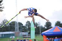 NK Fierljeppen Linschoten 270811.Bart Helmholt zijn topsprong van 21.51m.©foto Martin de Jong