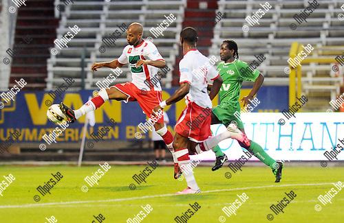 2012-08-18 / Voetbal / seizoen 2012-2013 / Antwerp - Tienen / Omar Bennassar (Antwerp) probeert de bal binnen te tikken..Foto: Mpics.be