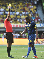 BARRANQUILLA - COLOMBIA -29-03-2016: Enrique Osses Zencovich (Izq.) arbitro, muestra tarjeta amarilla a Antonio Valencia ( Der.) jugador de Ecuador, durante partido entre los seleccionados de Colombia y Ecuador, por la fecha 6 para la clasificación sudamericana a la Copa Mundial de la FIFA Rusia 2018, jugado en el estadio Metropolitano Roberto Melendez en Barranquilla. /  Enrique Osses Zencovich (L) referee, shows yellow card to Antonio Valencia (R) player of Ecuador, during the match between the teams of Colombia and Ecuador, for the date 6 for the Qualifier FIFA World Cup Russia 2018, played at Metropolitan stadium Roberto Melendez in Barranquilla. Photo: VizzorImage / Luis Ramirez / Staff.