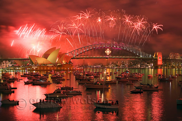 New Year's Eve fireworks over Sydney harbour.  Sydney, New South Wales, AUSTRALIA.