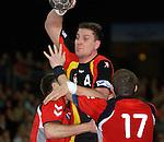 Handball Herren, Laenderspiel, UNIVERSA-CUP Hanns-Martin-Schleyerhalle Stuttgart (Germany) Nationalmannschaften, Deutschland - Tschechien Mark Draguniski (GER) setzt sich gegen rechts: Roman Farar (CZE) durch
