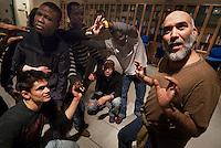 Breno / Val Camonica / Italia..Casa Giona, casa di accoglienza e integrazione per migranti e richiedenti asilo politico favorisce l'inserimento dei richiedenti asilo attraverso l'alfabetizzazione e l'avviamento al lavoro..Nella foto il corso di teatro, parte del progetto di inserimento ed integrazione sociale .Casa Giona in Breno-Val Camonica (Brescia), home of reception and integration for migrants and asylum seekers favors the inclusion of asylum seekers through literacy and job placement..In the picture the theater course, part of the insertion and social integration..Photo Livio Senigalliesi.