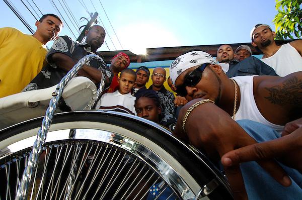 Sao Paulo_SP, Brasil...Rapper Afro-X e os integrantes de sua banda...The rapper Afro-X and his band...Foto: LEO DRUMOND / NITRO