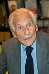"""Jean d'Ormesson était présent à Bruxelles pour la présentation de son nouveau livre """"Comme un chant d'espérance"""". Après une courte intervieuw, il a rencontré de nombreux lecteurs pour des dédicaces. Le 27 novembre 2014, Bruxelles, Belgique"""