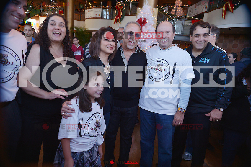 MIAMI, FL - NOVEMBER 22: Gloria Estefan and Emilio Estefan participate in 5th Annual Thanksgiving Feed A Friend at Bongos Cuban Cafe on November 22, 2012 in Miami, Florida. © MPI10/MediaPunch Inc /NortePhoto